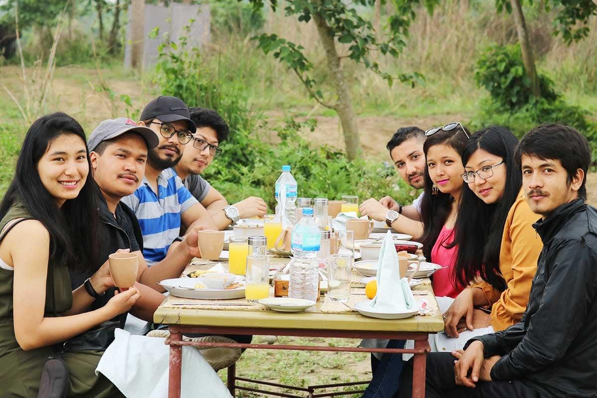 Mittagessen mit dem Team in Nepal